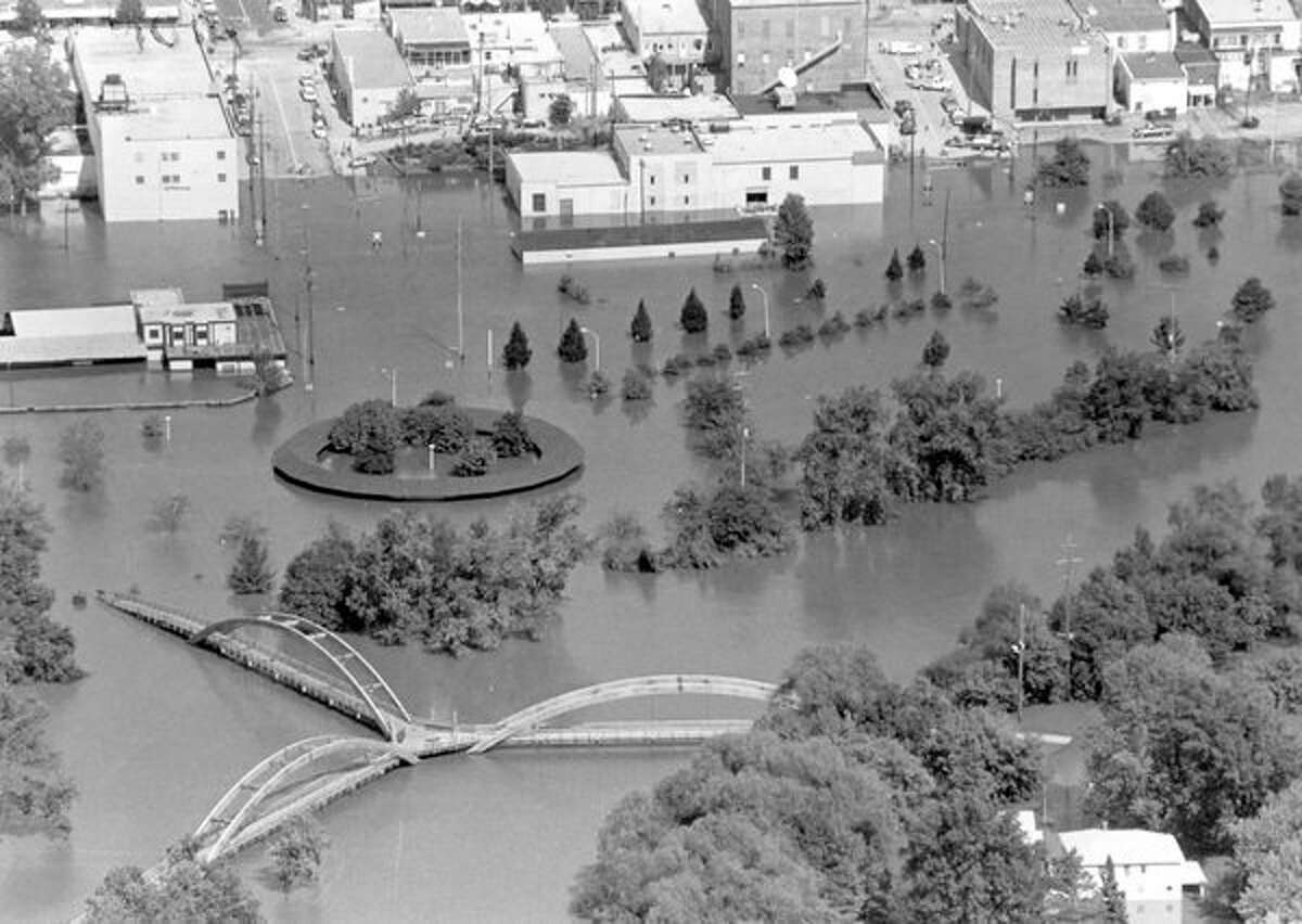 The commuter parking lot, Farmers Market and Tridge area. Note the downtown area businesses flooded. (September 1986)