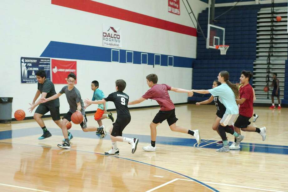 Campers participate in a team building drill at the Clear Lake High School summer basketball camp. Photo: Kirk Sides / Houston Chronicle / © 2018 Kirk Sides / Houston Chronicle