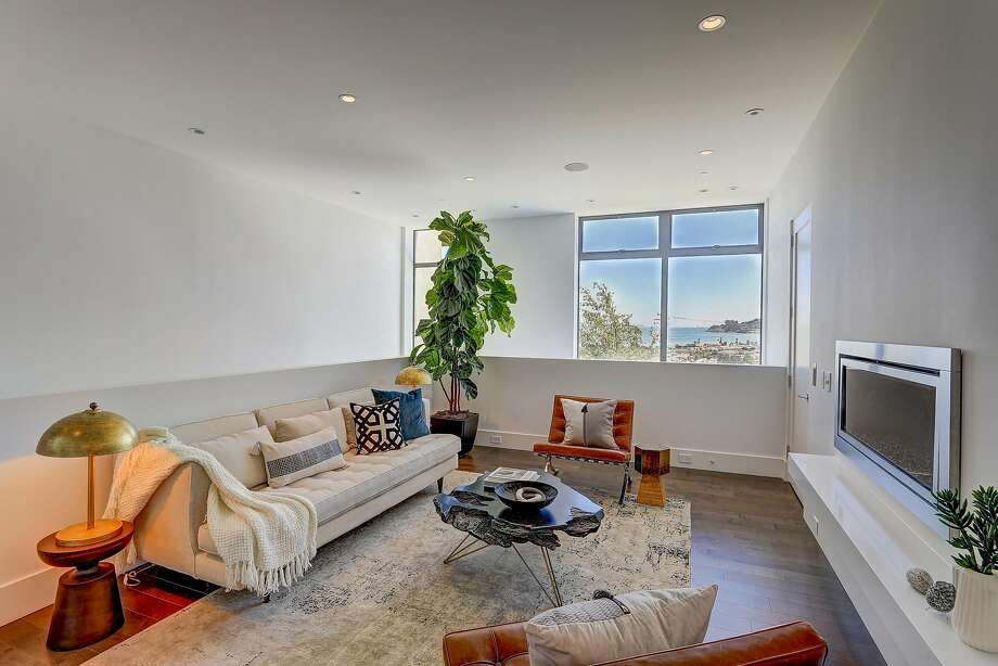The living room looks out at the water. Photo: Jason Wells Photography