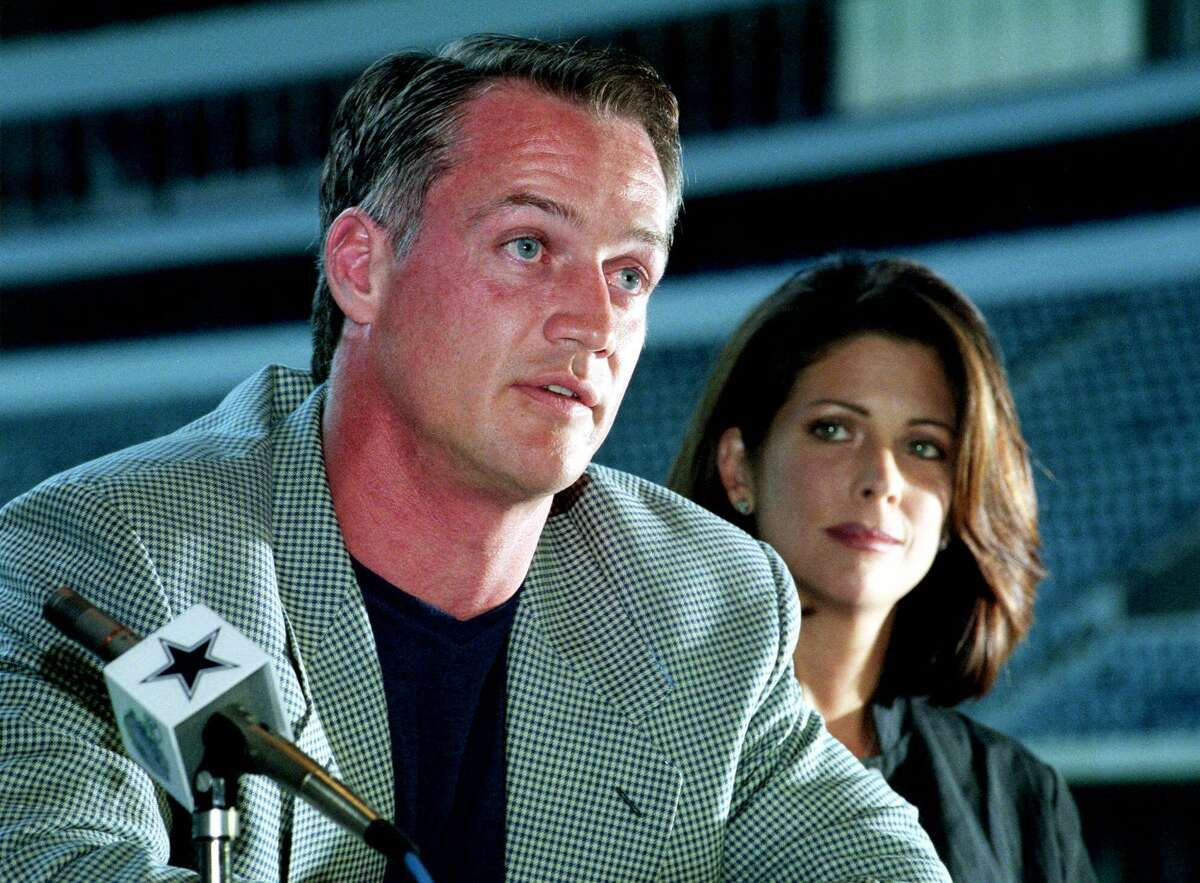 Dallas Cowboys fullback Daryl Johnston, left, announces his retirement from football as his wife Diane looks on Wednesday, June 14, 2000, during a news conference in Irving, Texas. Johnston suffers from a herniated disc in his neck that cut short his 1997 season after six games, then limited him to one game last season, his 11th in the NFL.