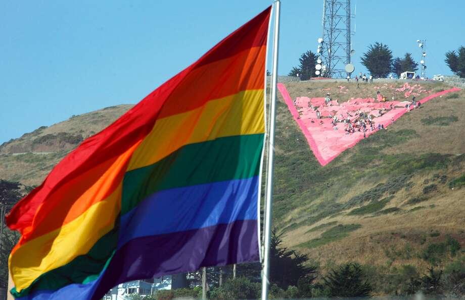 Preparing for Pride in San Francisco. Photo: Paul Chinn / The Chronicle 2007
