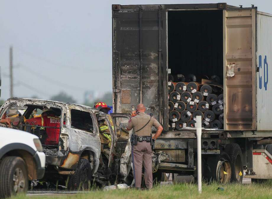 Authorities investigate the scene of a crash, where one person died in fire that resulted from the incident on the westbound lanes of Interstate 10 near Woods Road Friday, June 22, 2018, in Brookshire, Texas. Photo: Godofredo A. Vasquez, Houston Chronicle
