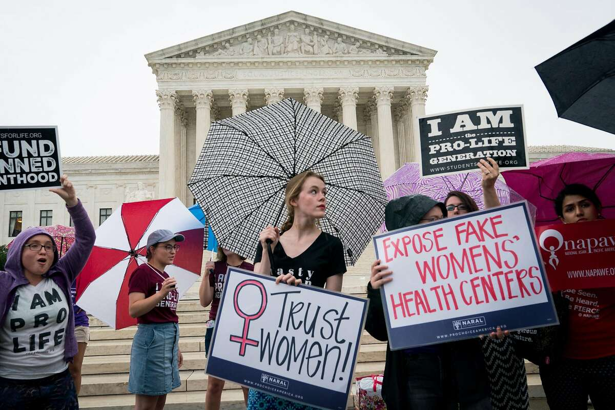 Anti-abortion and abortion-rights activists demonstrate outside the U.S. Supreme Court in Washington, June 22, 2018. (Erin Schaff/The New York Times)