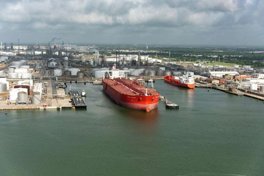 The Very Large Crude Carrier or VLCC FPMC C Melody is loaded with crude oil in Texas City. Photo: Enterprise Products Partners L.P. / ENTERPRISE