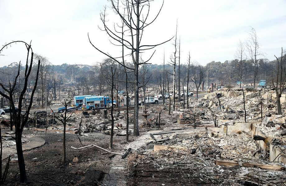 PG&E crews work on Vintage Circle in the heart of in the Fountaingrove neighborhood, destroyed by the Tubbs Fire, in Santa Rosa on Tuesday Oct. 17, 2017. Photo: Paul Chinn / The Chronicle