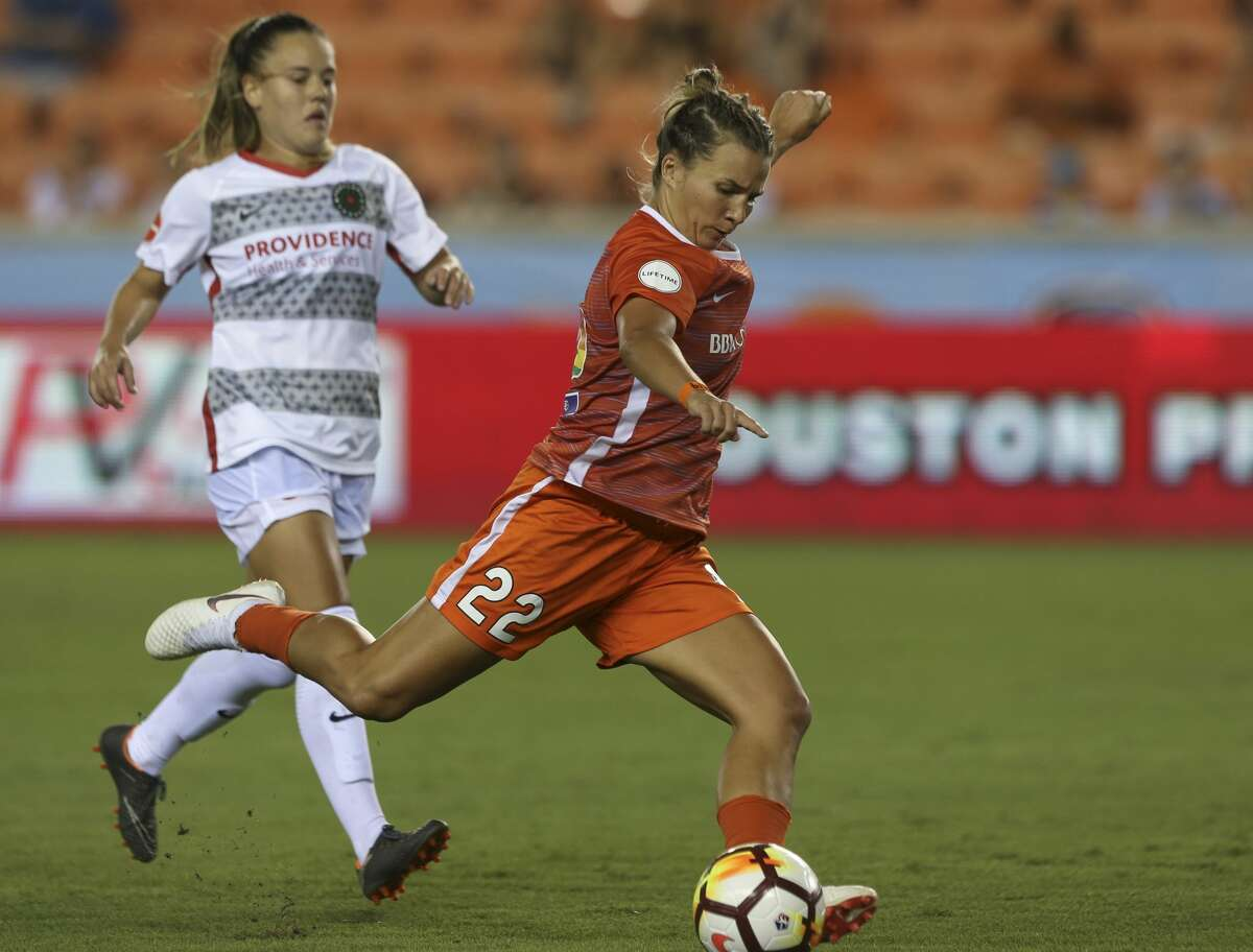 Houston Dash defender Amber Brooks (22) takes a shot against the Portland Thorns FC during the second half of the NWSL game at BBVA Compass Stadium on Friday, June 22, 2018, in Houston. The Houston Dash lost to the Portland Thorns FC 3-1. ( Yi-Chin Lee / Houston Chronicle )