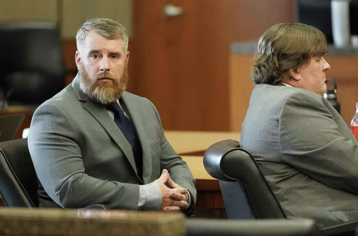 Terry Thompson, accused of fatally choking John Hernandez, left, and his defense attorney Scot Courtney, right, are shown in court Thursday, June 21, 2018 in Houston. Terry and his wife Chauna Thompson, a former Harris County Sheriff's deputy, are charged with murder in the chokehold death of John Hernandez at a local Denny's. ( Melissa Phillip / Houston Chronicle )