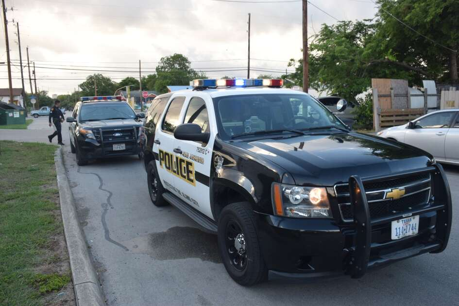 San Antonio police investigate a cutting on Monday, June 25, 2018, in the 2900 block of West Travis Street.