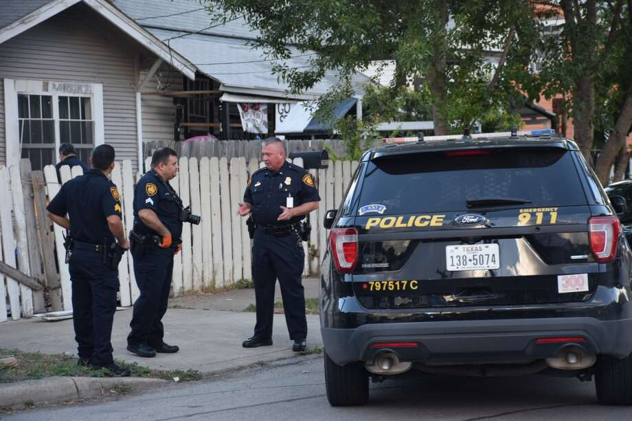 San Antonio police investigate a cutting on Monday, June 25, 2018, in the 2900 block of West Travis Street. Photo: Caleb Downs / San Antonio Express-News