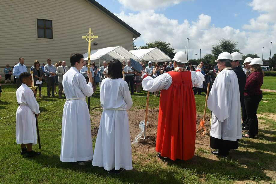 The Right Reverend and Bishop Assistant Hector Monterroso, center, blesses the site of the new Altar while leading the groundbreaking ceremony for a new proposed building at St. Aidan's Episcopal Church in Cypress on June 23, 2018. (Jerry Baker/For the Chronicle) Photo: Jerry Baker, Freelance / For The Chronicle / Freelance