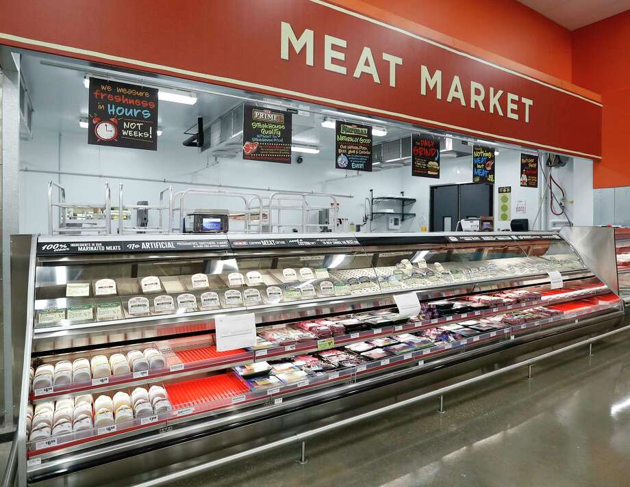 The meat market inside the H-E-B store in Bellaire. Photo: Karen Warren, Houston Chronicle / © 2018 Houston Chronicle