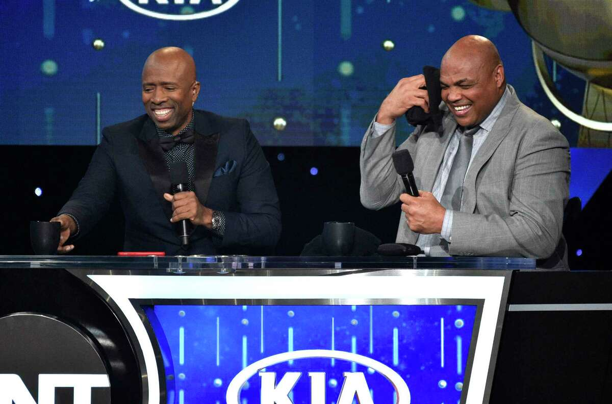 Kenny Smith, left, and Charles Barkley speak at the NBA Awards on Monday, June 25, 2018, at the Barker Hangar in Santa Monica, Calif. (Photo by Chris Pizzello/Invision/AP)