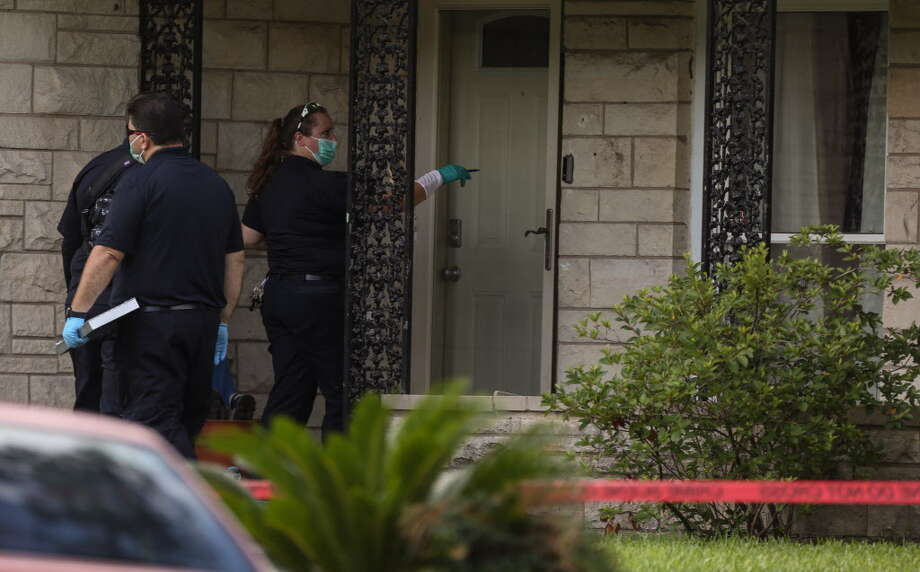 HPD officials investigate the scene where a suspect burglar broke into a house and was shot by a neighbor on the 4800 block of Ventura Lane on Tuesday, June 26, 2018, in Houston. Two teenage girls were in the house when the burglary happened. The father broke the front window to get the daughters out of the house. The adult male neighbor shot at the adult male suspect twice in the back of the house. The burglary suspect was taken to the hospital and in stable condition. Photo: Yi-Chin Lee, Houston Chronicle / Houston Chronicle