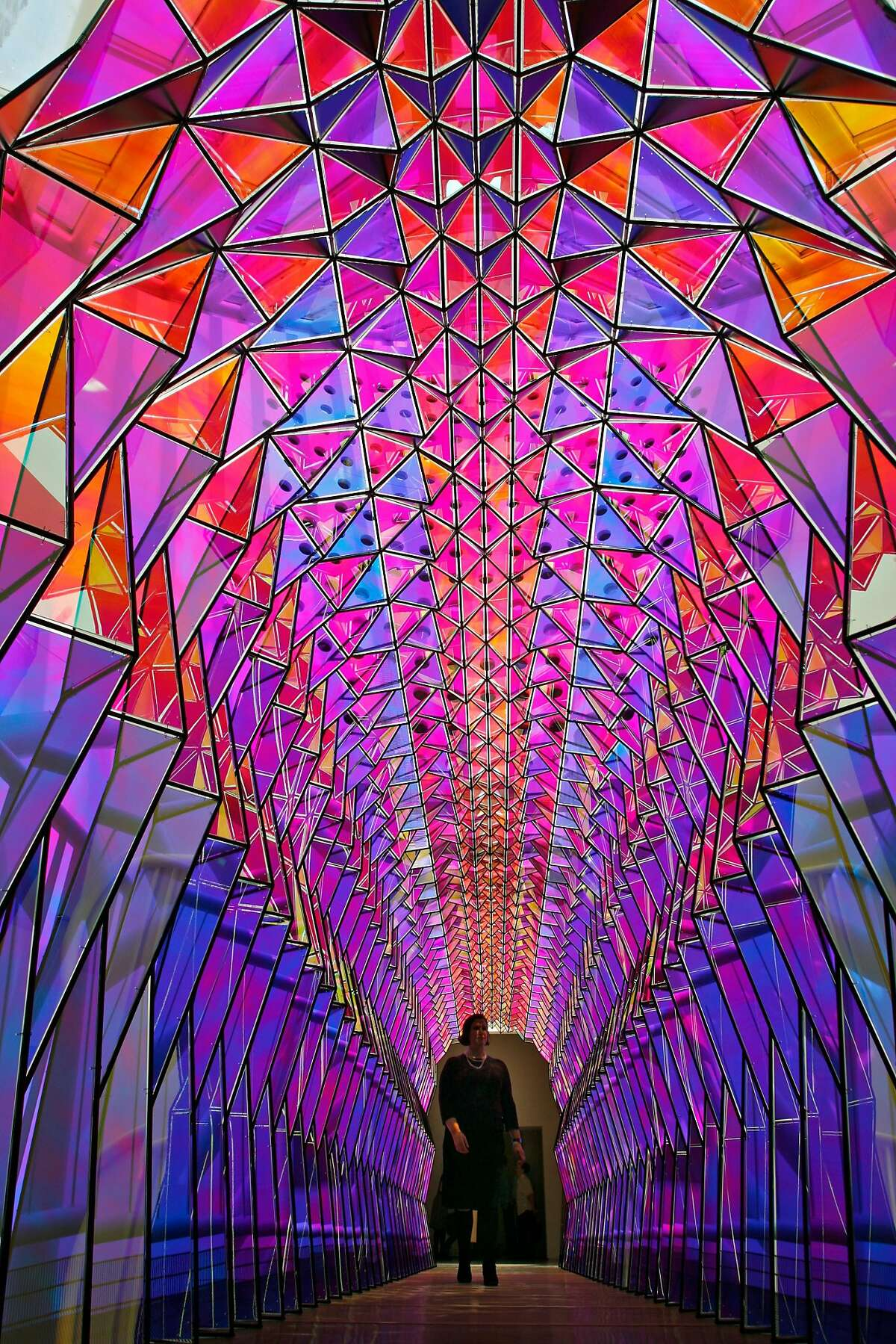 One-Way colour tunnel done with acrylic mirrors. Olafur Eliasson's show at SFMOMA. WEDNESDAY, SEPT 5, 2007 KURT ROGERS SAN FRANCISCO SFC THE CHRONICLE ELIASSON08_067_kr.jpg Ran on: 09-08-2007 A color tunnel created out of acrylic mirrors guides visitors through Take Your Time, Olafur Eliassons San Francisco Museum of Modern Art exhibition of full-room installations that prompt questions about freedom, reciprocity and self-knowledge.