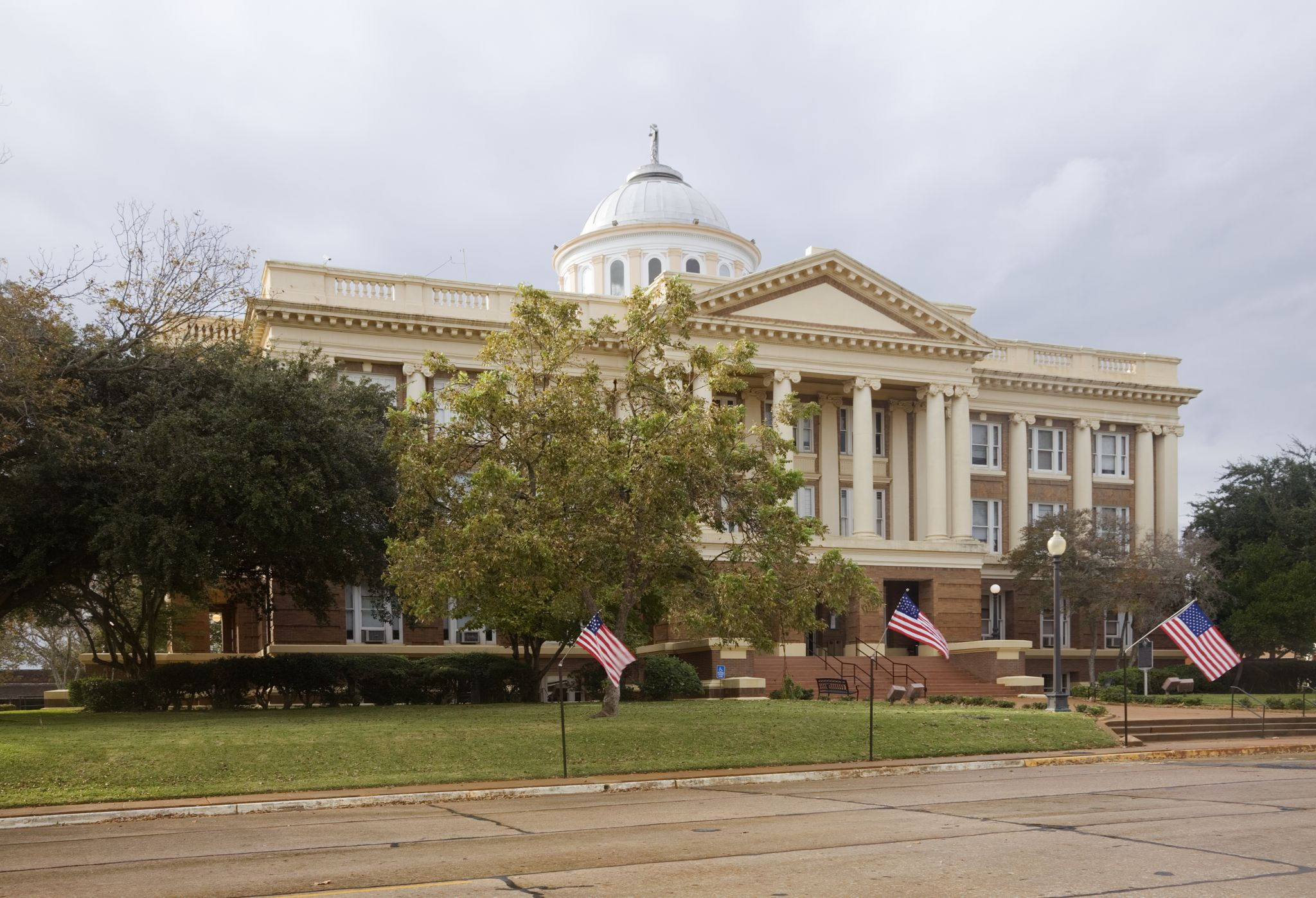 Mosque Killer S Rifles Bore: 29 Historic Texas Courthouses That Look Like Castles