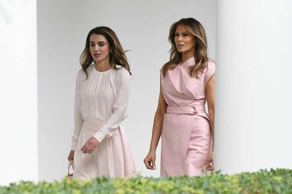 WASHINGTON, DC - JUNE 25: (AFP OUT) First lady Melania Trump (R) and Queen Rania of Jordan walk  the colonnade of the White House on June 25, 2018 in Washington, DC. (Photo by Olivier Douliery-Pool/Getty Images)