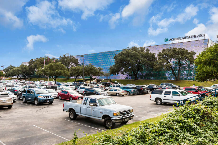 Houston-based Braun Enterprises has acquired 84 NE Loop 410, also known as the Century Building, in San Antonio. The four-story, 187,000-square-foot building is on Loop 410 at U.S. 281 in north central San Antonio submarket. Photo: Braun Enterprises