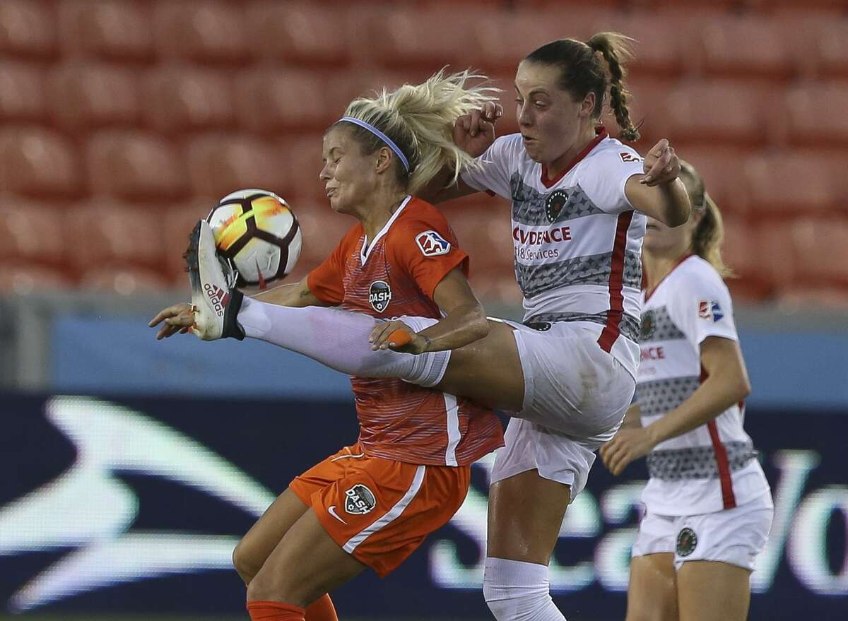 Houston Dash forward Rachel Daly (3) battles for control of the ball against Portland Thorns FC midfielder Celeste Boureille (30) during the first half of the NWSL game at BBVA Compass Stadium on Friday, June 22, 2018, in Houston. ( Yi-Chin Lee / Houston Chronicle )