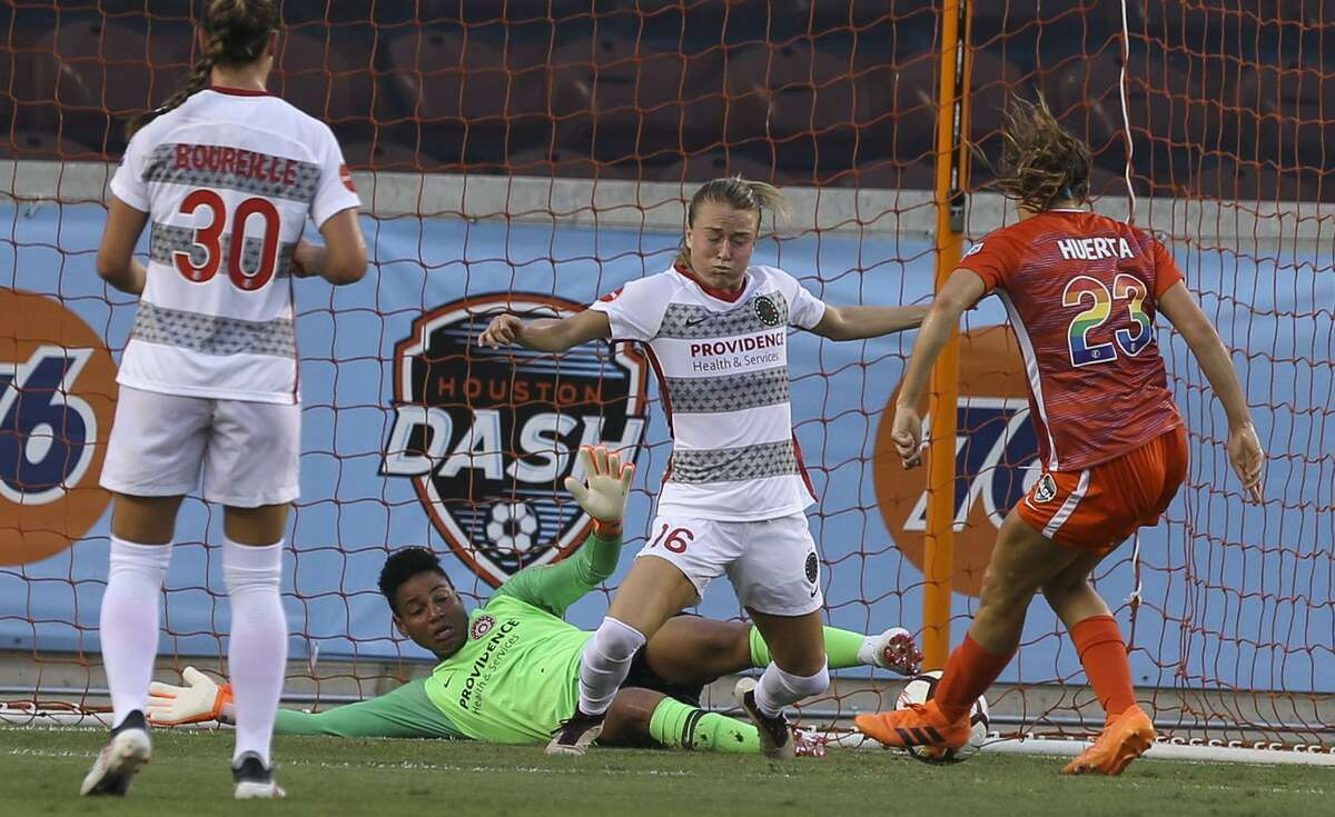 Houston Dash midfielder Sofia Huerta (23) scores a goal against the Portland Thorns FC during the first half of the NWSL game at BBVA Compass Stadium on Friday, June 22, 2018, in Houston. ( Yi-Chin Lee / Houston Chronicle )