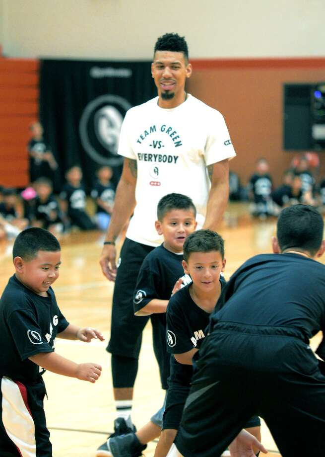 Danny Green of the San Antonio Spurs held his annual skills clinic in Laredo Tuesday for kids ages 8 to 15 at United High School. Photo: Cuate Santos /Laredo Morning Times / Laredo Morning Times