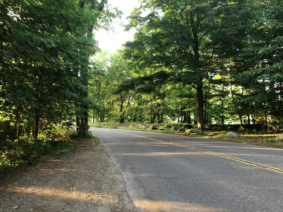 Lapham Road by Waveny Park, a possible route from the park to Darien. Photo: Humberto J. Rocha / Hearst Connecticut Media / New Canaan News