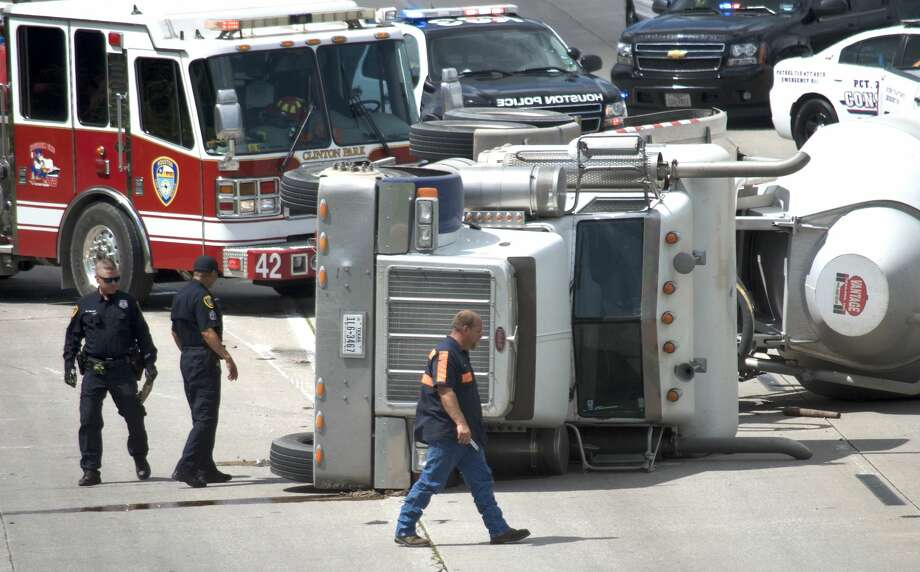 An overturned 18-wheeler causes traffic to build up on East Loop 610 southbound at Clinton Drive on Wednesday, June 27, 2018. Photo: Jay R. Jordan