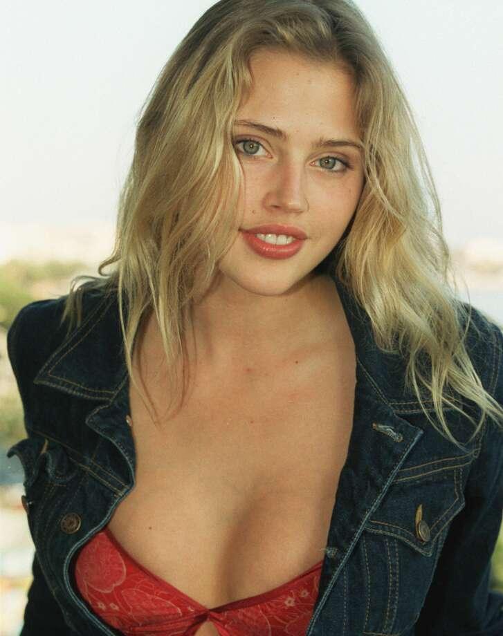 Estella Warren:Maxim Hot 100 winner 2000 Photo: Stéphane Ruet/Sygma Via Getty Images