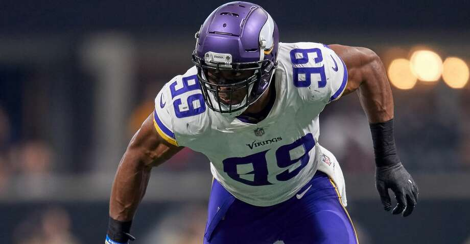 ATLANTA, GA - DECEMBER 03: Minnesota Vikings defensive end Danielle Hunter (99) looks to make a tackle during an NFL football game between the Minnesota Vikings and Atlanta Falcons on December 3, 2017 at Mercedes-Benz Stadium in Atlanta, GA. (Photo by Robin Alam/Icon Sportswire via Getty Images) Photo: Icon Sportswire/Icon Sportswire Via Getty Images