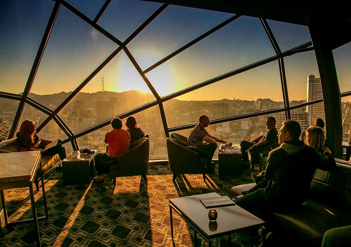 People have drinks in the View Lounge at the Marriott Hotel in San Francisco, Calif. on Saturday, November 28th, 2015.