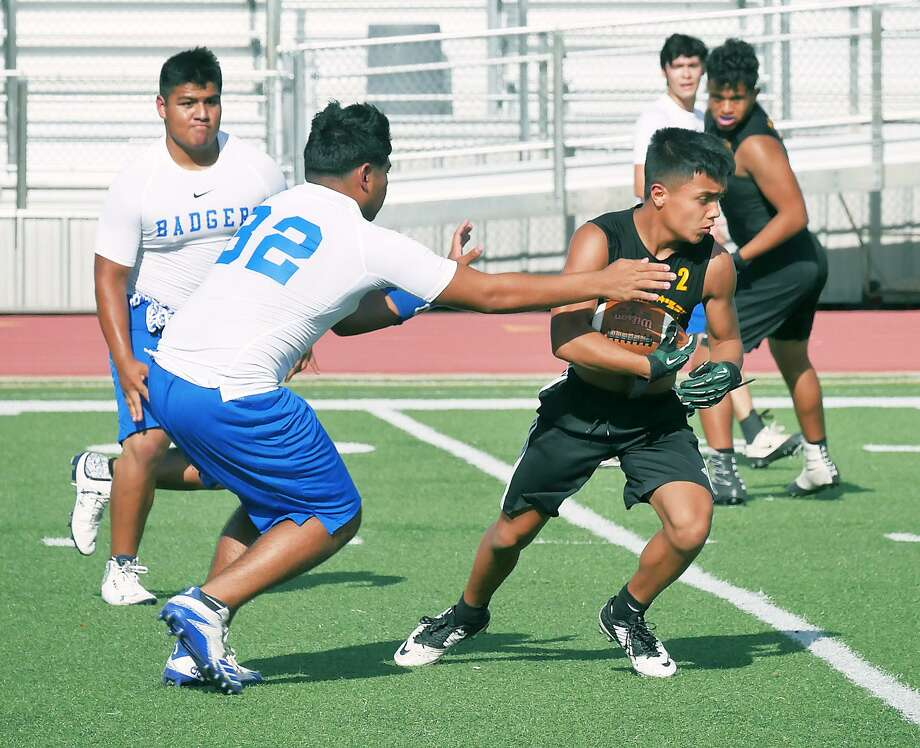 Nixon beat Bruni 41-13 Wednesday at the SAC to stay undefeated at 4-0 and sit in a tie with Alexander for first place. Photo: Cuate Santos /Laredo Morning Times / Laredo Morning Times