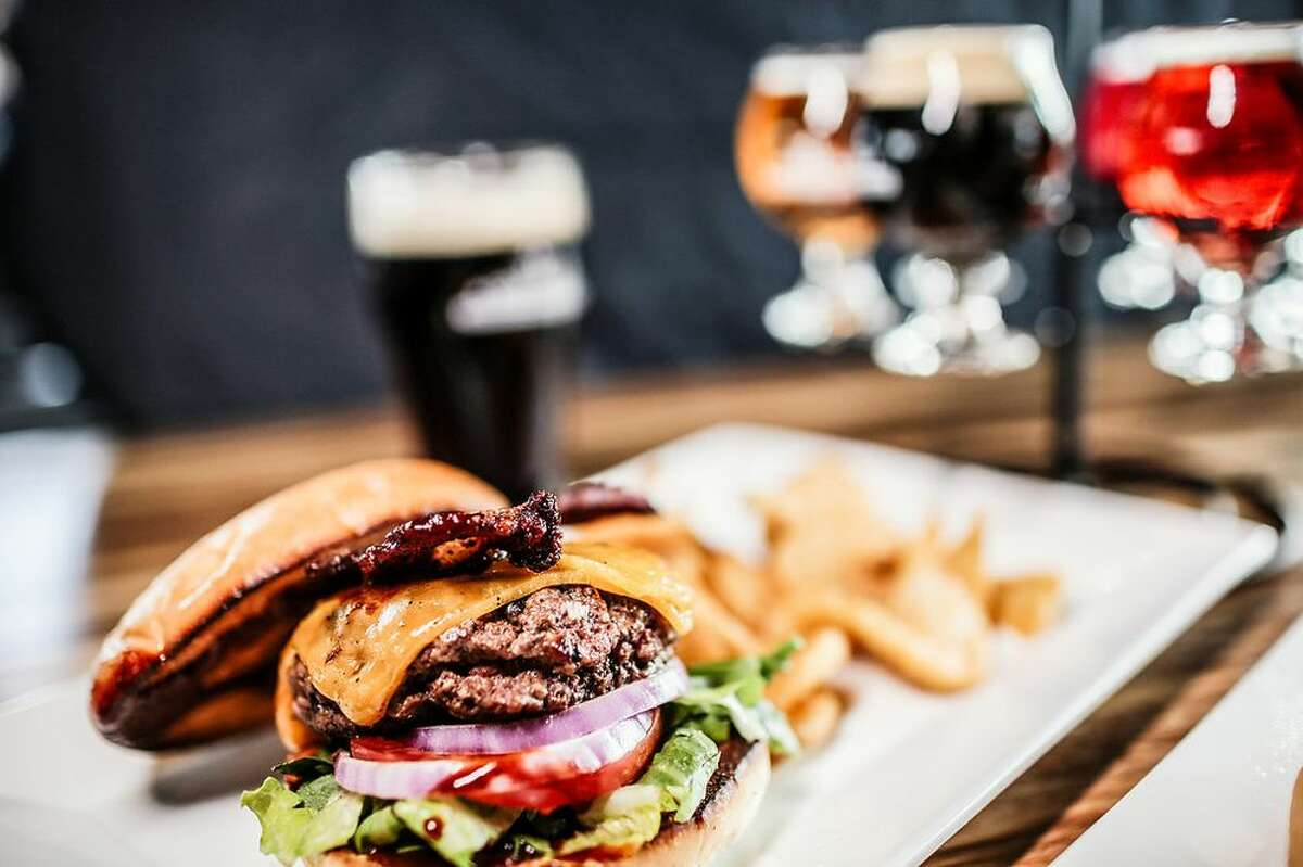 17.Growler USA - Friendswood Cuisine:Gastropubs, Beer Bar Located:2111 W Parkwood Ave,Friendswood Photo:Yelp/Growler USA - Friendswood