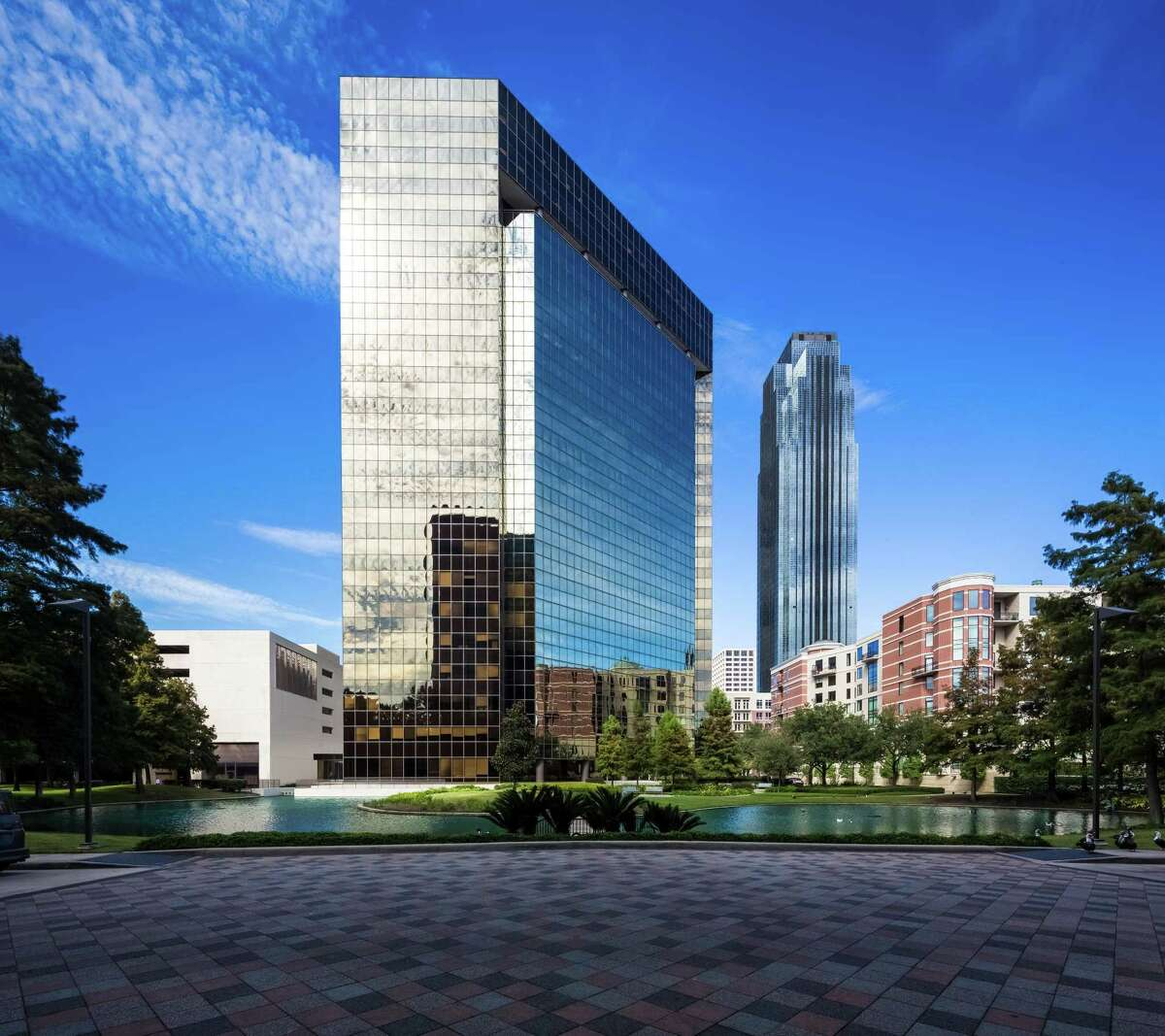 Stream Realty Partners manages and leases 3040 Post Oak, a 22-story, 426,009-square-foot office building in the Galleria area.