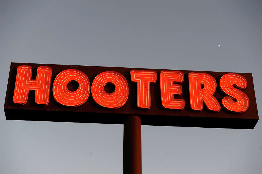 Hooters locations are now offering curbside ordering and pick-up of food and alcohol during the shutdown of in-restaurant dining. Orders can be made online at HootersToGo.com, the Hooters app or by calling local locations.Participating restaurants are offering $10 off and free delivery for orders $30 or more when using promo code TENOFF. Local healthcare workers, first responders and military personnel are also being offered a 25% discount on takeout orders with a valid ID.