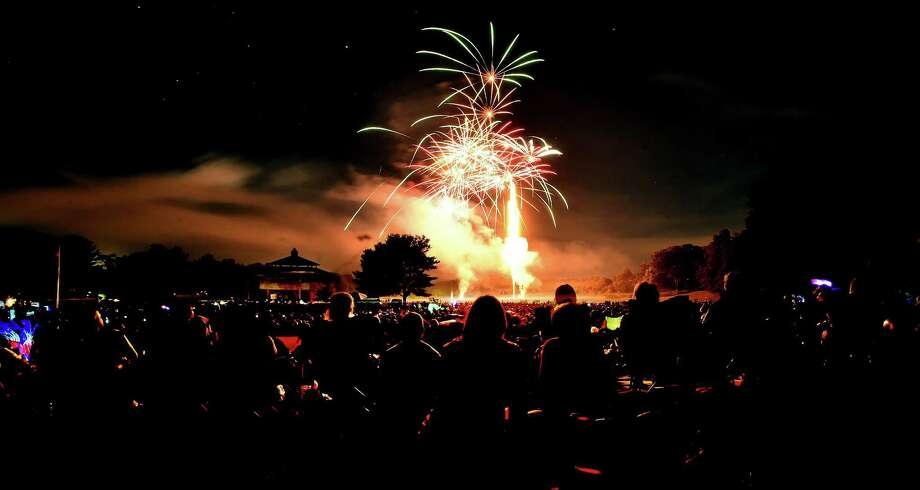 The Hamden Volunteer Firefighters presented their Fireworks Extravaganza Independence Day Celebration at Town Center Park at Meadowbrook in Hamden July 2, 2016. Photo: Catherine Avalone / New Haven Register File / New Haven RegisterThe Middletown Press