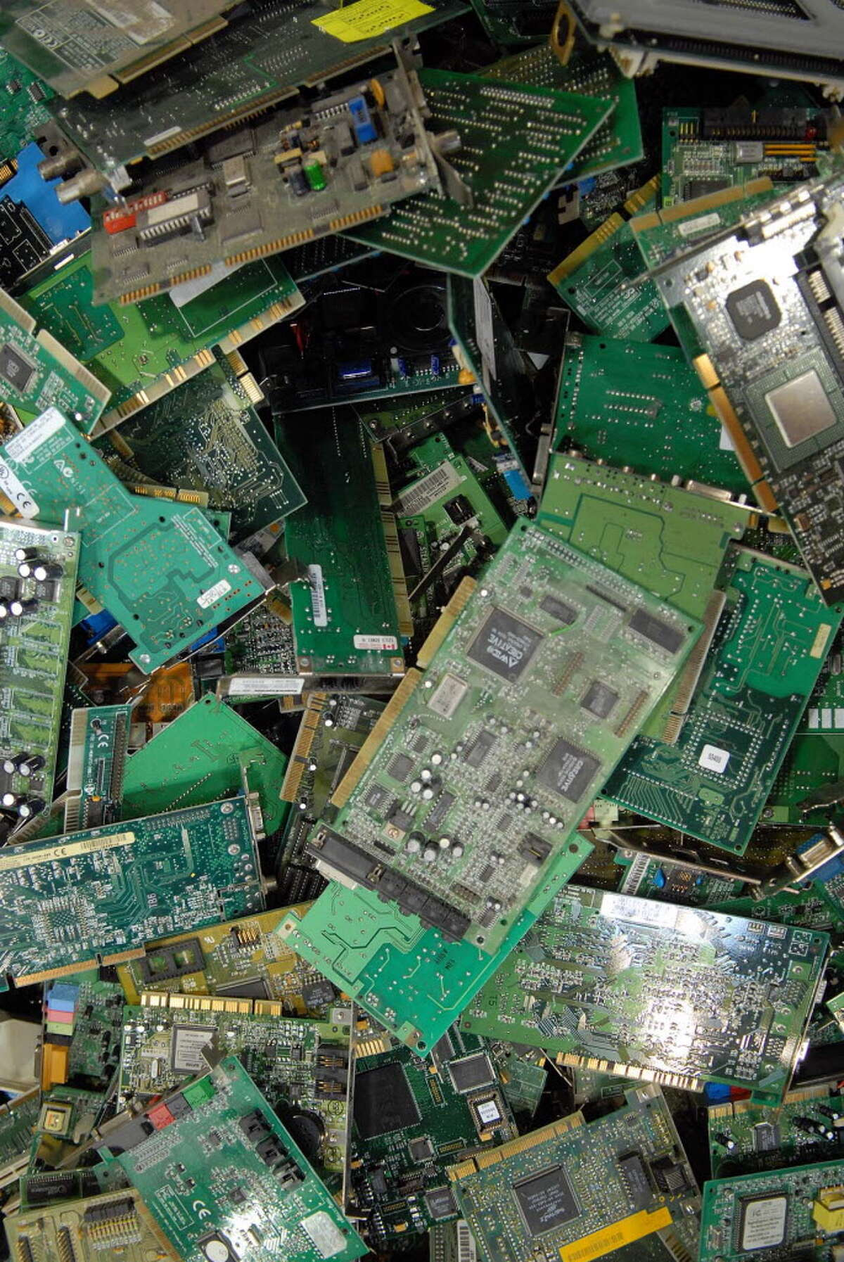 An electronics recycling firm has been hit with more than $15,000 in state environmental fines for improper storage and handling of old electronics, which can contain toxic metals like mercury and lead. Maish Freedman, owner of eLot Electronics Recycling, said the fines reflected temporary issues stemming from the company's move from Troy to its facility on Hannay Lane in Glenmont in June 2015.
