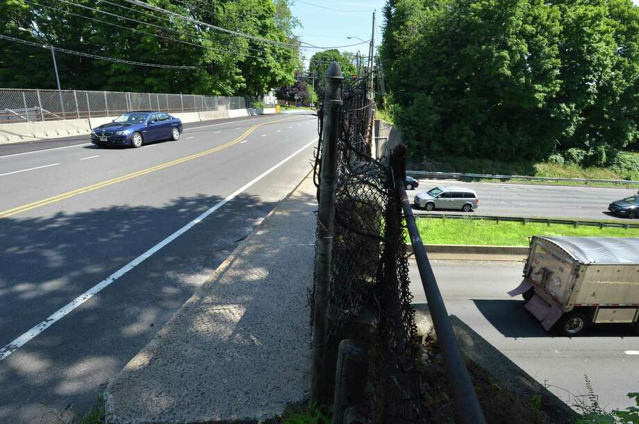Traffic flows along Strawberry Hill Ave. over interstae 95 on Tuesday June 26, 2018 in Norwalk Conn. The Connecticut Department of Transportation has plans to repair, replace and raise the existing Strawberry Hill Avenue bridge superstructure to improve clearance over Interstate 95. Photo: Alex Von Kleydorff / Hearst Connecticut Media / Norwalk Hour