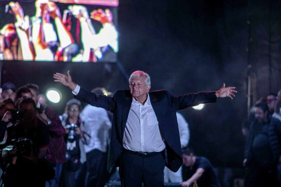 Andres Manuel Lopez Obrador, presidential candidate of the National Regeneration Movement Party, gestures to the crowd during the final campaign rally at the Estadio Azteca in Mexico City, Mexico, on June 27, 2018. Photo: Bloomberg Photo By Alejandro Cegarra. / © 2018 Bloomberg Finance LP
