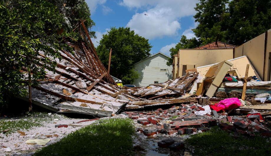 Houston firefighters received a call around 10 a.m. Friday, June 29, 2018, of a house explosion near the intersection of Bryan and Canal streets. An elderly couple who live in the house got out before firefighters arrived. Photo: Yi-Chin Lee, Houston Chronicle / Houston Chronicle
