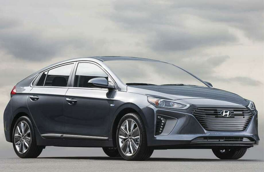 With the Ioniq Plug-In Hybrid range of more than 29 miles at full load, Hyundai said that owners who have short daily commuting may not need to buy gasoline very often. The petrol engine kicks in when the battery is low or the driver switches to sports driving mode.