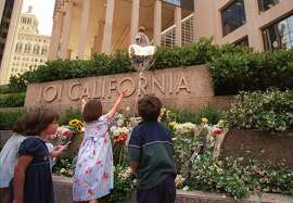 101CALIF-2/C/01JUL98/MN/BW--101CALIF-2/01JUL98/MN/BW--Children of friends and victims of those lost in the 101 California Street shootings five years ago looked over the array of flowers left during a ceremony Wednesday in front of the building. By Brant Ward/Chronicle