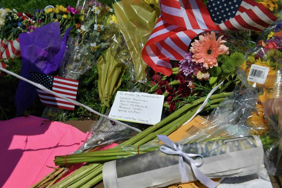 Flowers, US flags and messages adorn a makeshift memorial for five people killed at the Capital Gazette newspaper on June 28 in Annapolis, Maryland. Photo: MANDEL NGAN / AFP /Getty Images / AFP or licensors