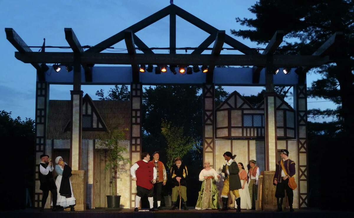 Above is a scene from Curtain Calls' 2015 production of