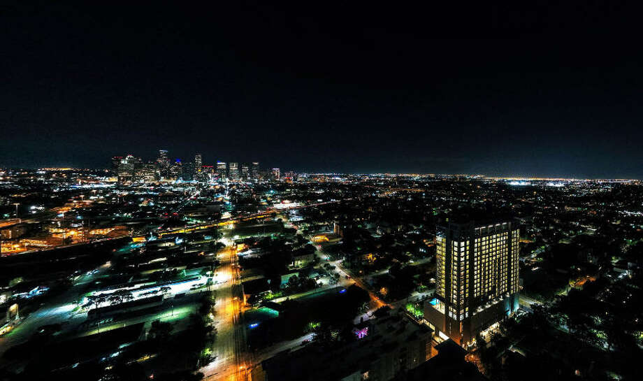 If you have the right amount of income and a desire to live in a high rise you can afford to have some of the coolest views of the city.