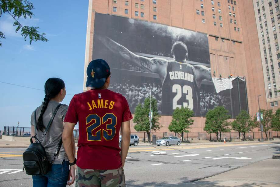 CLEVELAND, OH - JULY 3: Workers remove the Nike LeBron James banner from the Sherwin-Williams building near Quicken Loans Arena on July 3, 2018 in Cleveland, Ohio. Photo: Jason Miller/Getty Images