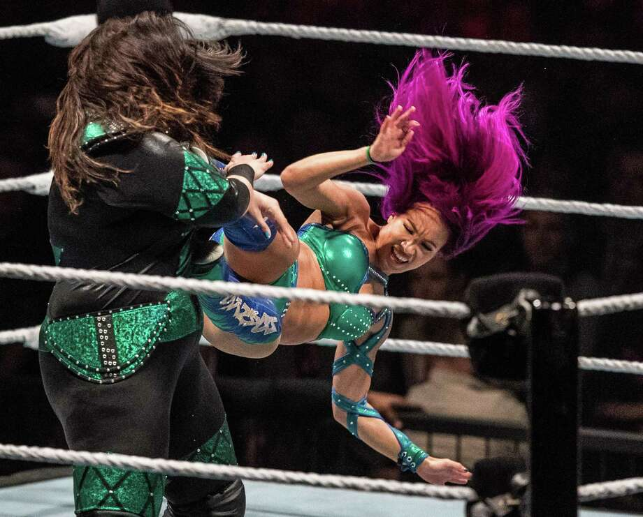 Sasha Banks (right) attacks Nia Jax (left) during the WWE Live Duesseldorf event at ISS Dome on February 22, 2017 in Duesseldorf, Germany. Photo: Lukas Schulze /Bongarts /Getty Images / 2017 Getty Images