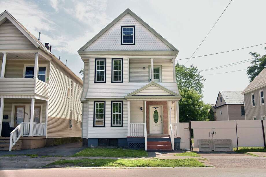 House at 956 Albany Street on Tuesday, July  3, 2018 in Schenectady N.Y. Schenectady is looking to increase the fees they charge to owners of vacant buildings when the city has to maintain the building. (Lori Van Buren/Times Union) Photo: Lori Van Buren, Albany Times Union / 20044253A