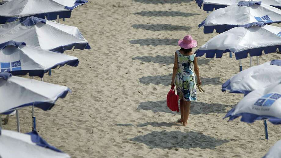 A tourist enjoys the warm weather on a beach in the Black Sea coast city of Varna, about 450 km (280 miles) northeast of Bulgarian capital Sofia, June 25, 2008. As the summer holiday season begins, the sterling's frailty coupled with a mind-boggling rise in airfares due to soaring oil prices are bringing subtle changes to Britons' holiday plans in Europe -- by far their most popular playground. Picture taken June 25, 2008. Photo: STOYAN NENOV /REUTERS / X01507