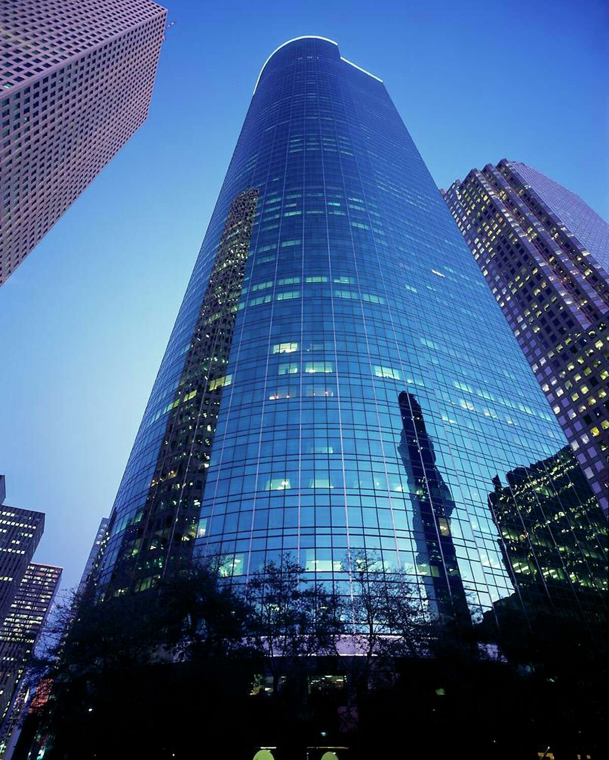 CBRE manages down- town's Wells Fargo Plaza.