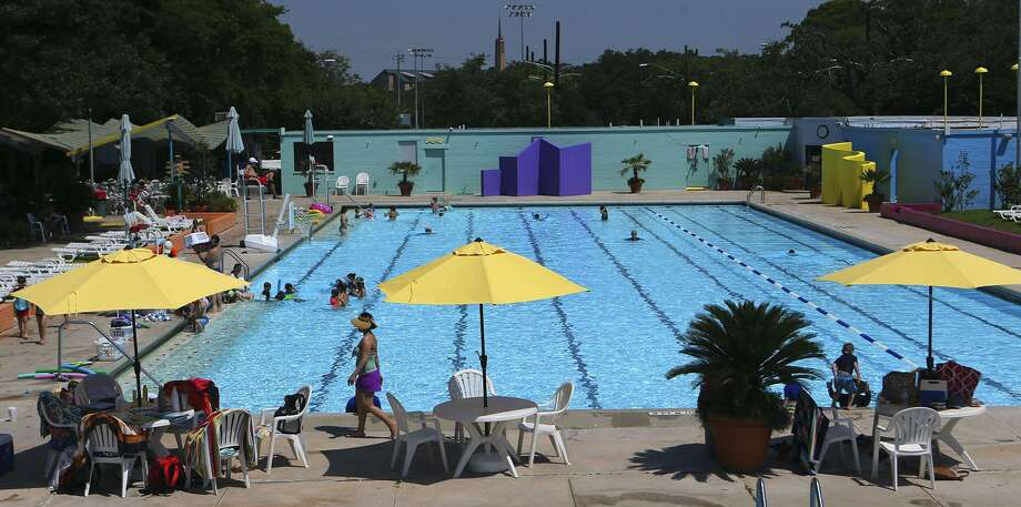 The Alamo Heights swimming pool, which is celebrating its 75th anniversary this year. Photo: John Davenport /San Antonio Express-News / ©John Davenport/San Antonio Express-News