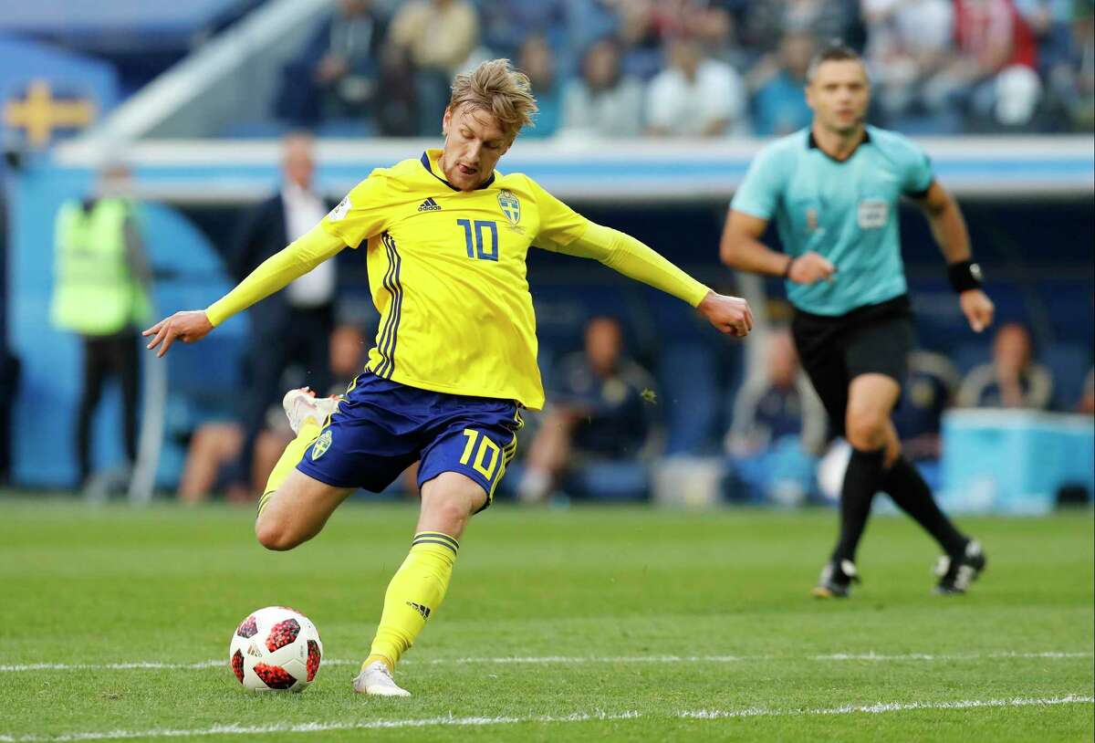 Sweden's Emil Forsberg kicks the ball to score his side's opening goal during the round of 16 match between Switzerland and Sweden at the 2018 soccer World Cup in the St. Petersburg Stadium, in St. Petersburg, Russia, Tuesday, July 3, 2018. (AP Photo/Efrem Lukatsky)